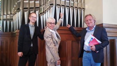 Simon Menges, Ursula Gentsch und Robert Schwarzer vor der grössten Orgel des Kantons. (Bild: Natascha Arsic)