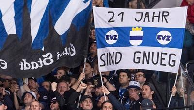 «21 Jahr sind gnueg»: Für das Empfinden der Zuger Fans wäre 2019 höchste Zeit für den nächsten Meistertitel nach 1998. (Bild: Urs Lindt/Freshfocus, Bern, 11. April 2019)