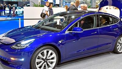 Anzahl neuer E-Autos schnellt im März dank Tesla nach oben