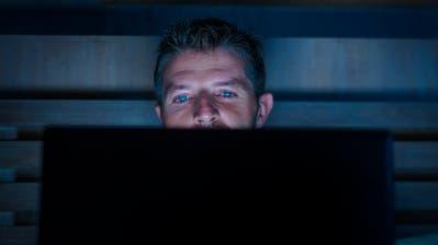 Der Mann gab an, nicht gewusst zu haben, dass es sich bei einigen der Filme in seiner Sammlung um verbotene Pornografie handelt. (Symbolbild: Getty)