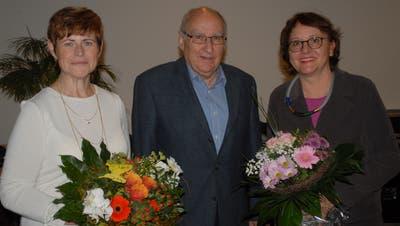 Neu in der Verwaltung ist Annett Neuweiler (l.), Urs Neuwiler übergab das Präsidentenamt an Cornelia Zecchinel. (Bild: Kurt Peter)