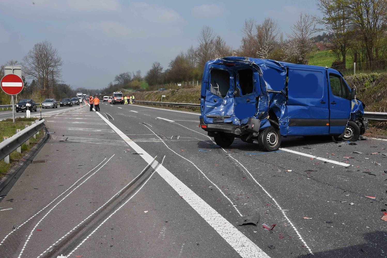 Auf der Autobahn A2 ist es am Freitagmorgen zu einem Unfall gekommen. (Bild: Luzerner Polizei, 12. April 2019)
