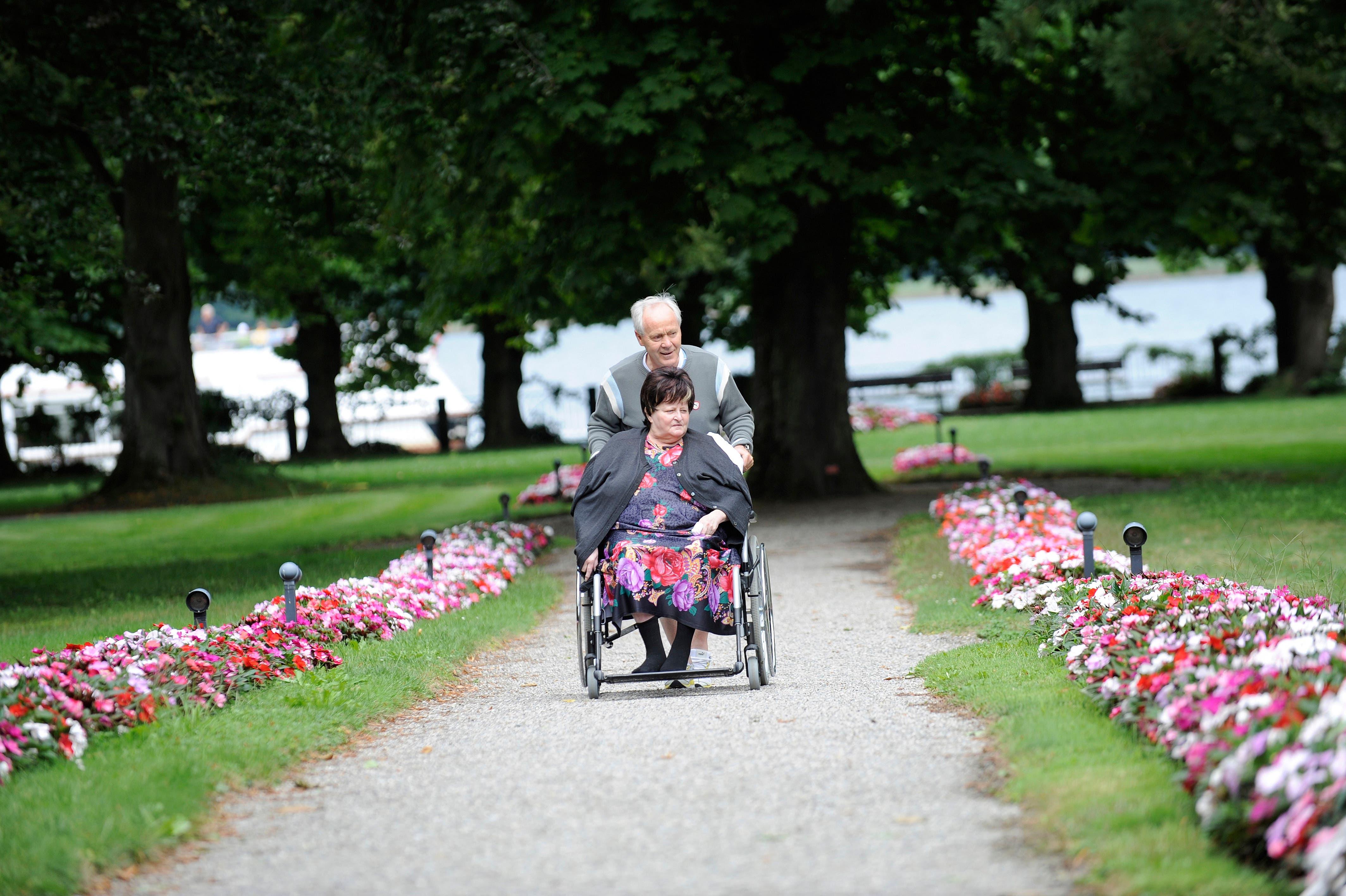 Köbi Kuhn mit seiner verstorbenen Frau Alice (Bild: EQ)