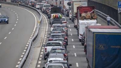 Über 14 Kilometer Stau vor dem Gotthard-Tunnel