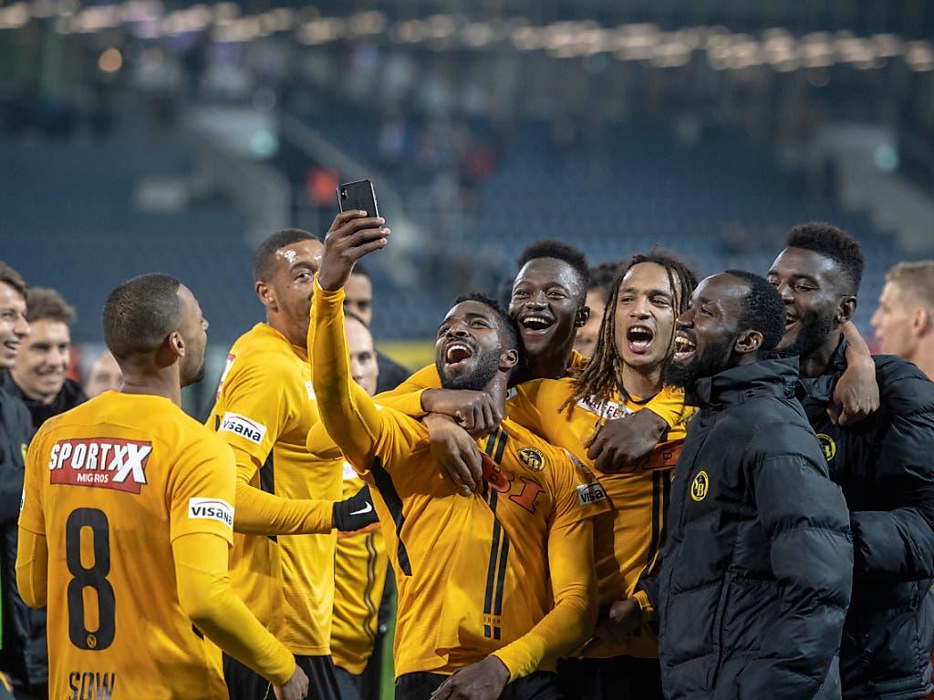 Ein Selfie für alle in Gelbschwarz (Bild: KEYSTONE/URS FLUEELER)