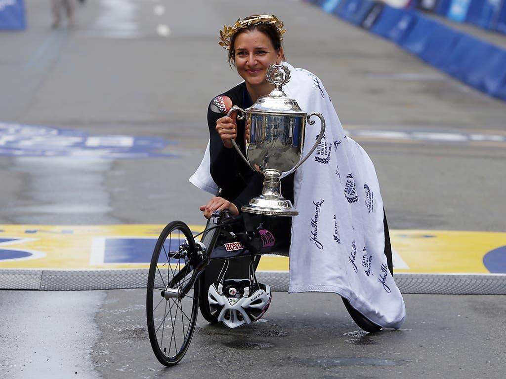 Manuela Schär triumphiert in Boston (Bild: KEYSTONE/EPA/CJ GUNTHER)