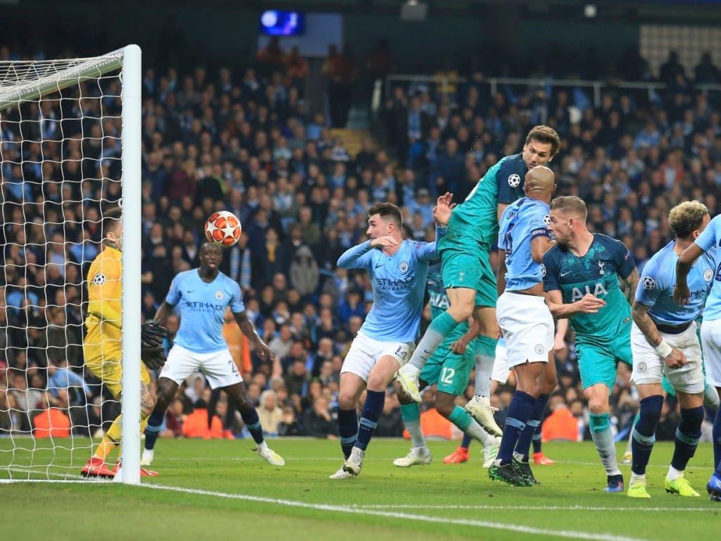 7 Tore in einem Spiel: Tottenham Hotspur schafft dank einem spektakulären 3:4 gegen Manchester City den Vorstoss in die Halbfinals. Dort treffen die Londoner auf Ajax Amsterdam (Bild: KEYSTONE/AP/JON SUPER)