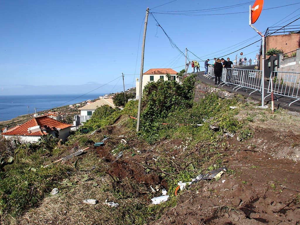 Blick auf die Unfallstelle auf der Insel Madeira. (Bild: KEYSTONE/EPA LUSA/HOMEM GOUVEIA)