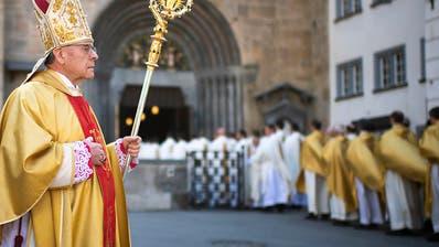 Churer Bischof Vitus Huonder bleibt vorläufig im Amt