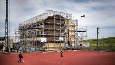 Der neue Trakt im Andwiler Ebnet-Schulhaus nimmt langsam Gestalt an
