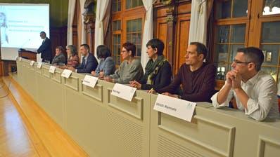 Die Weinfelder Primarschulbehörde mit Präsident Thomas Wieland bei der Versammlung vom 23. Januar im Rathaussaal. (Bild: Mario Testa)