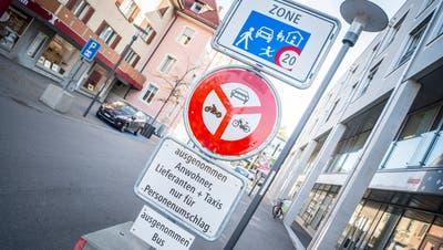 Signalisationen am Kreuzlinger Boulevard. (Bild: Andrea Stalder)