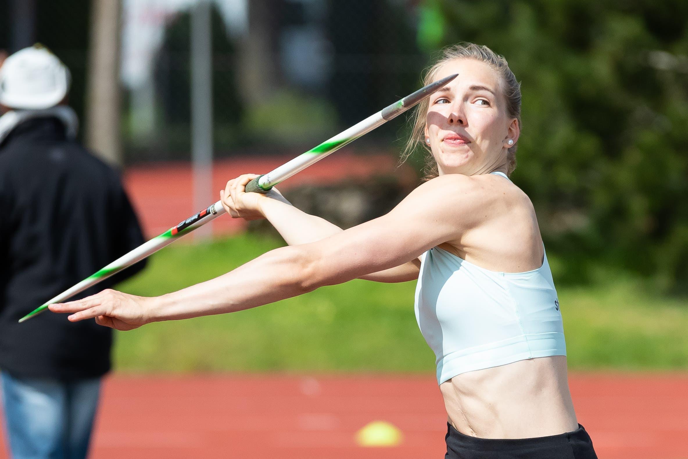 Géraldine Ruckstuhl qualifiziert sich im Speerwurf für die U23-EM in Schweden. (Bild: Roger Zbinden, Cham, 27. April 2019)