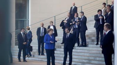 Merkel und Macron drängen Serbien und Kosovo zum Dialog