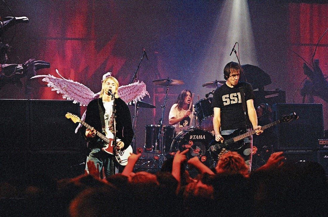 Nirvana waren Kurt Cobain, Dave Grohl am Schlagzeug und Krist Novoselić am Bass. (Bild: Jeff Kravitz/Getty (Seattle, 13. Dezember 1993))