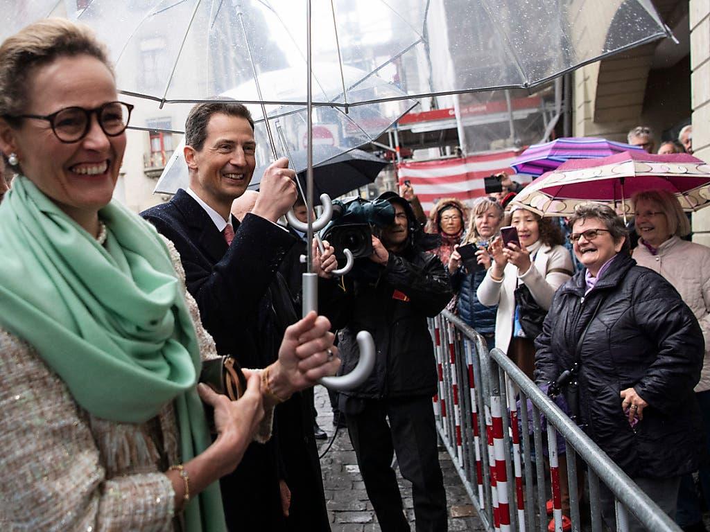 Gespräch nicht nur mit dem Bundesrat: Erbprinzessin Sophie und ihr Gatte Erbprinz Alois von und zu Liechtenstein auf Staatsbesuch in Bern. (Bild: KEYSTONE/PETER SCHNEIDER)