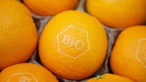 Auch Biofrüchte wie Orangen werden in der Schweiz immer beliebter. (Bild: Timm Schamberger)