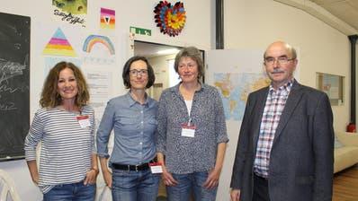Katrin Rutishauser, Christine Hagin Witz, Dominique Knüsel und Karl Kohli im Café-Treff der Agathu. (Bild: Isabelle Merk)