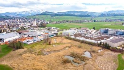 Das Eichenmoos findet sich am Rand von Gossau und ist eingebettet zwischen Gewerbe-/Industriezone und Landwirtschaftszone.