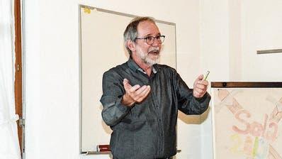 Ortsplaner Hanspeter Woodtli informiert über den aktuellen Stand der Planung. (Bild: Christoph Heer)