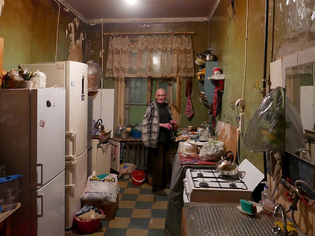 Für ihre Doktorarbeit besuchte Katrin Kaufmann einen Fachmann für islamische Kunstgeschichte in St. Petersburg und fotografierte ihn in seiner Wohnung. Damit gewann sie den ersten Preis in der Kategorie «Orte und Werkzeuge». (Bild: Katrin Kaufmann (Uni Freiburg))