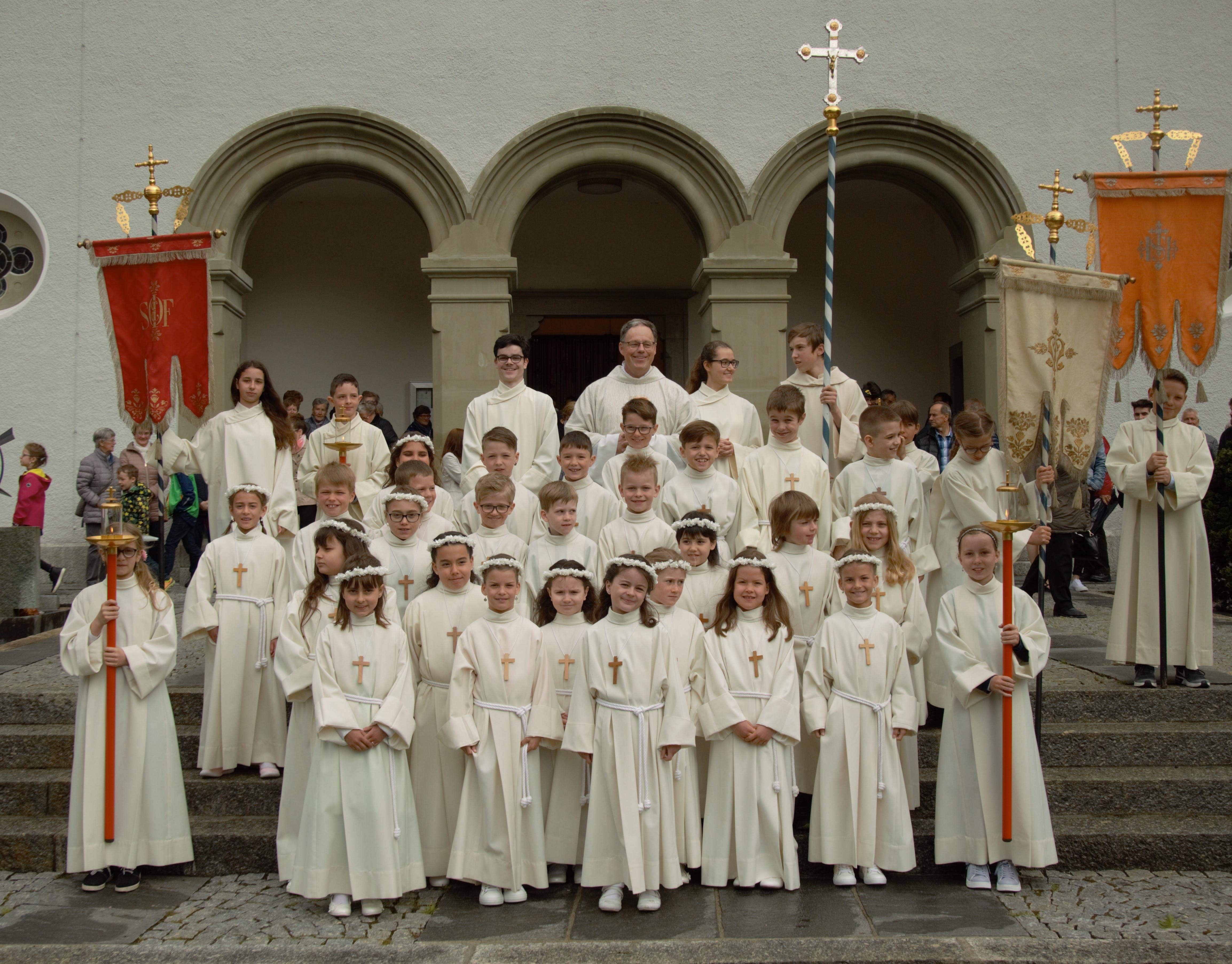 Diese 26 Kinder empfingen ihre erste heilige Kommunion. (Bild: PD)