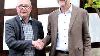 Hansueli Bircher übergibt das Verwaltungsratspräsidium an Philip Schneider. (Bild: PD)