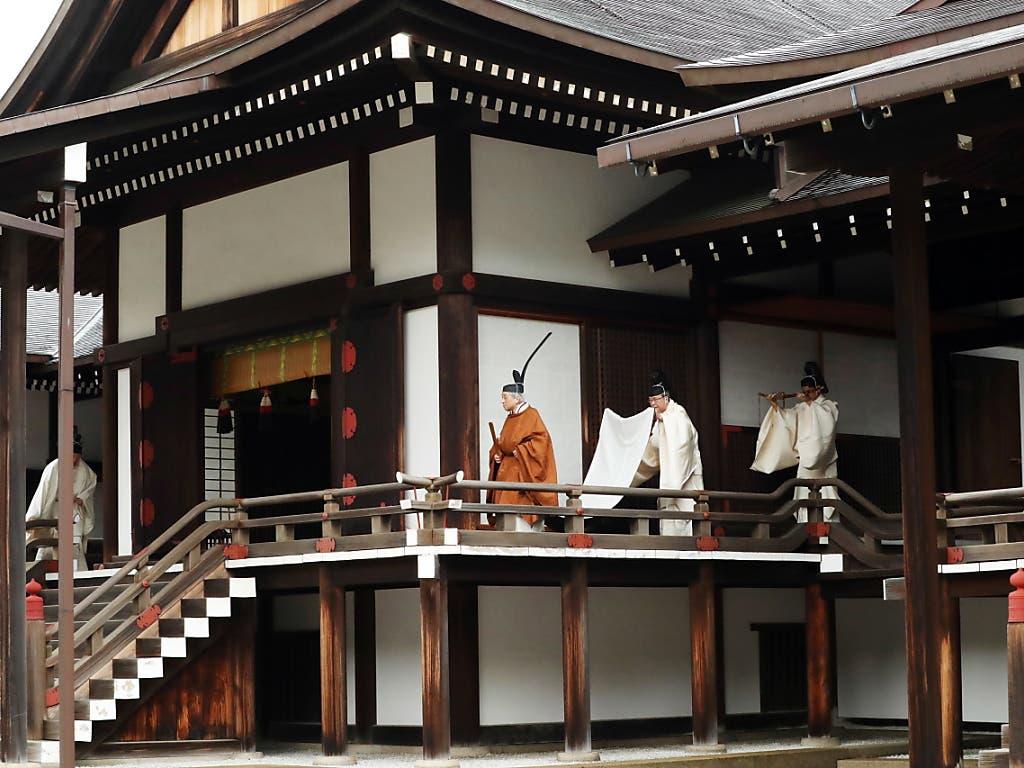 Für die Japaner ist am Dienstag die Zeit des Abschieds von ihrem beliebten Kaiser Akihito gekommen. (Bild: KEYSTONE/EPA JIJI PRESS)