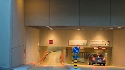 Die City Parking AG betreibt in St.Gallen verschiedene Parkhäuser, darunter jenes hinter dem Hauptbahnhof. (Bild: Urs Bucher - 20. Oktober 2013)