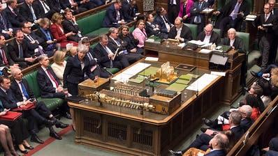Unterhaus peitscht Gesetz zu Brexit-Aufschub durch