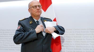 Armeechef Philippe Rebord erklärte an der gestrigen Medienkonferenz seinen vorzeitigen Rücktritt. Bild: Peter Klaunzer/Keystone
