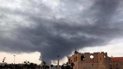 Kämpfe in Tripolis eskalieren: Viele Tote und Angriff auf Flughafen