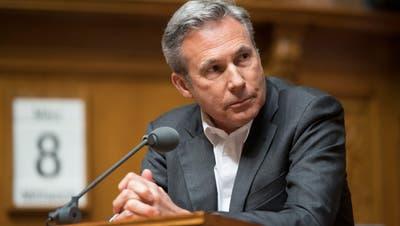 «Länder mit Geld zu unterstützen, die ihre in der Schweiz abgewiesenen Asylbewerber nicht zurücknehmen wollen, ist absurd», sagt SVP-Mann Adrian Amstutz. (Bild: Keystone)