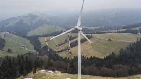 Die Windkraftanlage Lutersarni der CKW in Entlebuch. Das Bild entstand am Dienstag, 30. Januar 2018.Bild: (Pius Amrein / LZ)Strom, Energie, Wind, Windkraft, Windkraftanlage, Windrad, CKW
