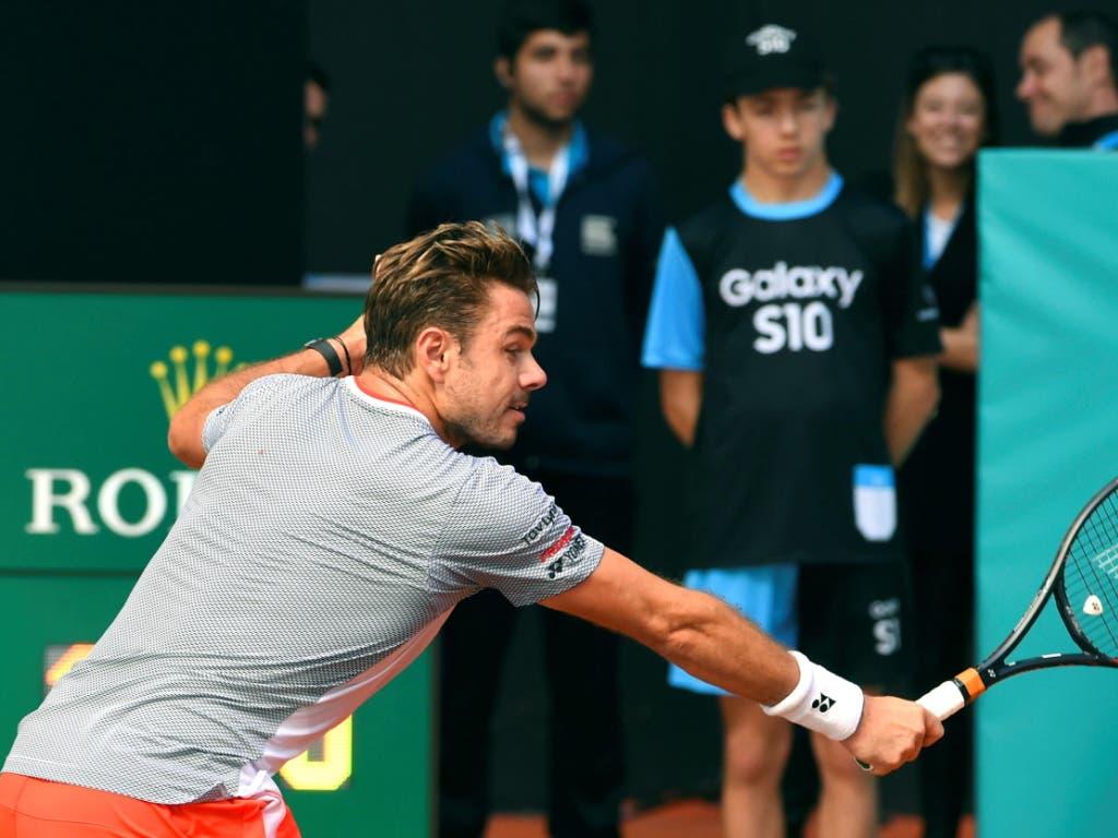 Fast konstant in der Defensive: Stan Wawrinka war gegen Rafael Nadal chancenlos (Bild: KEYSTONE/EPA EFE/FERNANDO VILLAR)