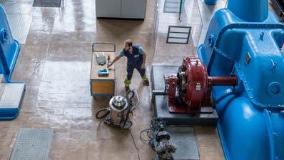 Arbeiter imKraftwerk Obermatt. (Bild: Nadia Schärli, Grafenort, 8. Mai 2019)