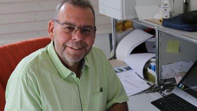 André Habermacher an seinem Schreibtisch bei sich Zuhause in Untereggen. (Bild: Ines Biedenkapp)