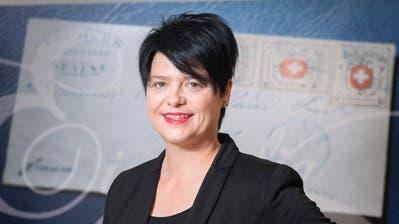 Marianne Rapp Ohmann im Auktionshaus Rapp in Wil. Die 43-Jährige trat 1997 ins Familienunternehmen ein. (Bild: Urs Bucher)