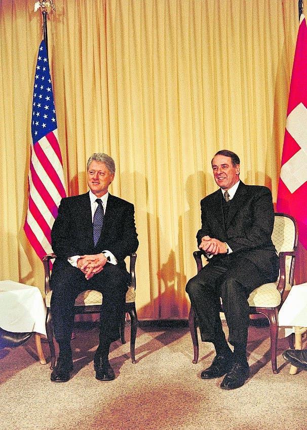 Adolf Ogi erinnert sich gerne an das Treffen mit Bill Clinton am WEF im Jahr 2000. Die Atmosphäre sei sehr gut gewesen. Für Aufsehen sorgte aber vor allem Clintons Halt in einer Glarner Autobahnraststätte, wo der US-Präsident eine Pizza bestellte.