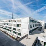 Die markante Mobilfunkantenne auf dem Dach der Uni Luzern (hier in einer früheren Aufnahme) wurde dieses Jahr auf den neusten Standard G5 aufgerüstet. (Bild Roger Grütter)