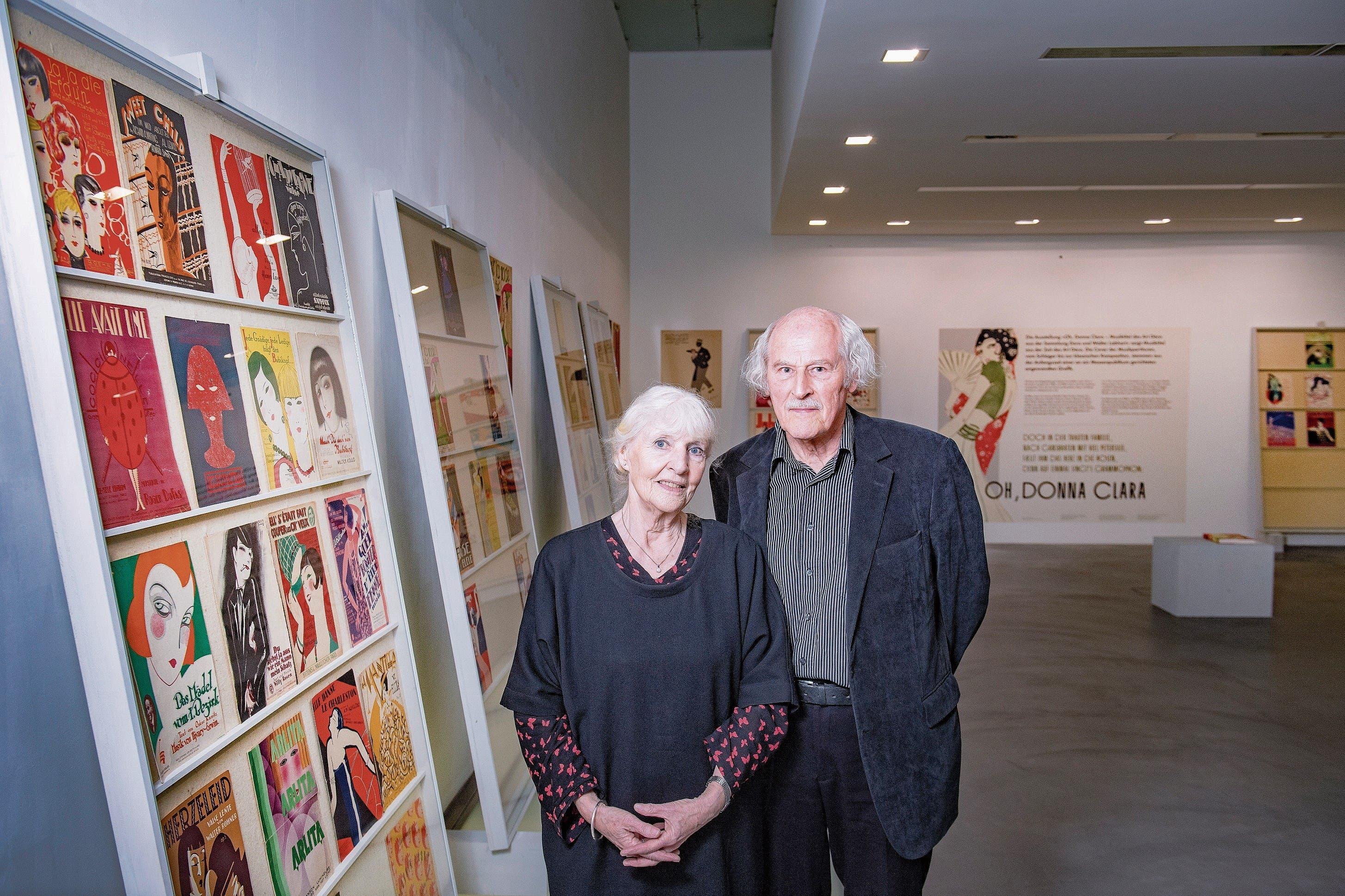 Das Ehepaar Dora und Walter Labhart hat die ausgestellten Musiktitel auf Reisen durch Europa, die USA und Südamerika zusammengesucht. (Bild: Urs Bucher)