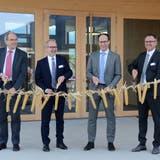 Die Regierungsmitglieder Bruno Damann, Stefan Kölliker und  Marc Mächler und LZSG-Leiter Markus Hobi eröffneten den Neubau. (Bild: Corinne Hanselmann)