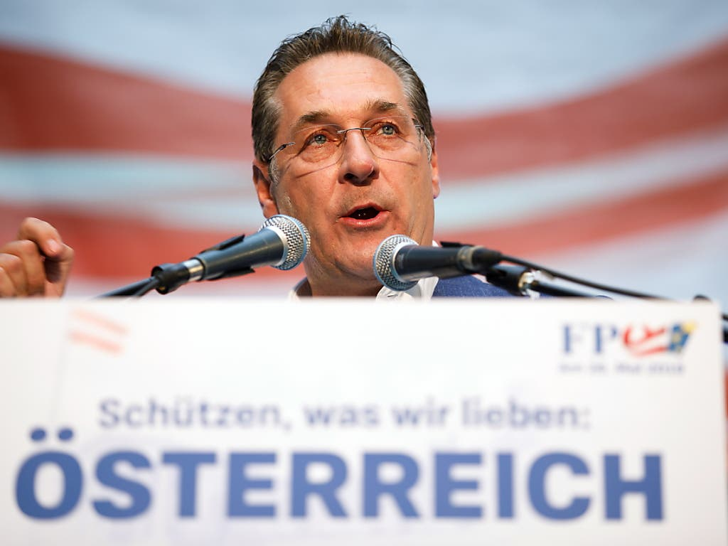 FPÖ-Parteichef Heinz Christian Strache muss wegen der Video-Affäre bei Bundeskanzler Sebastian Kurz vorsprechen. (Bild: KEYSTONE/EPA/FLORIAN WIESER)