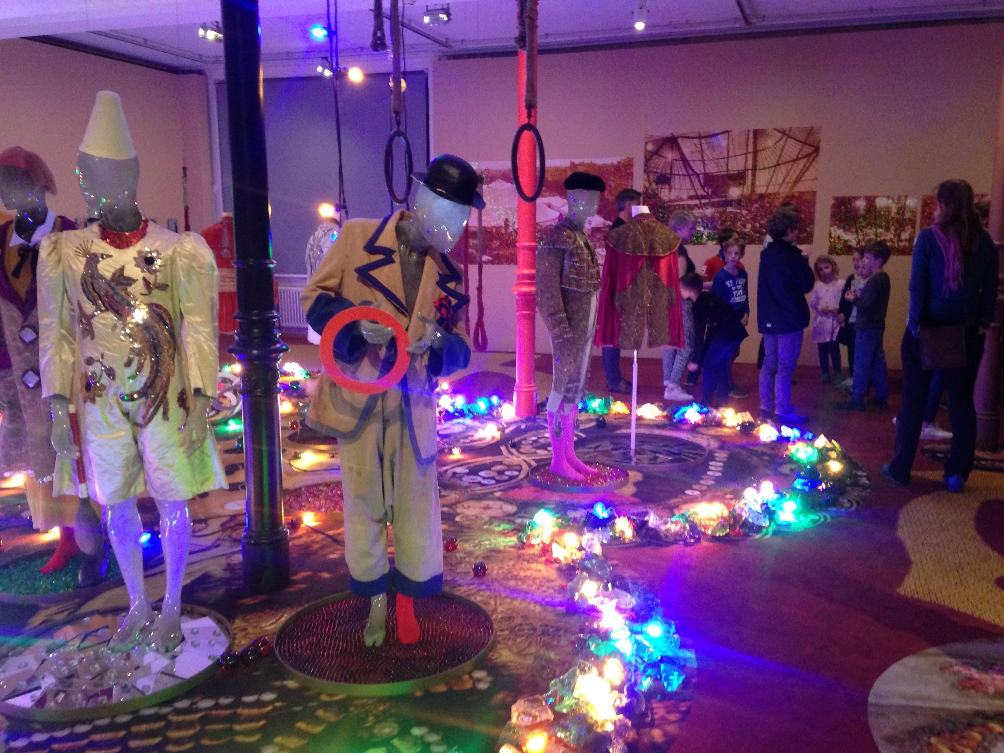 Führung im Textilmuseum: Die stimmungsvolle und sehr sorgfältig gestaltete Ausstellung mit Kostümen aus 100 Jahren Circus Knie zog ebenfalls viele grosse und kleine Besucherinnen und Besucher in ihren Bann.