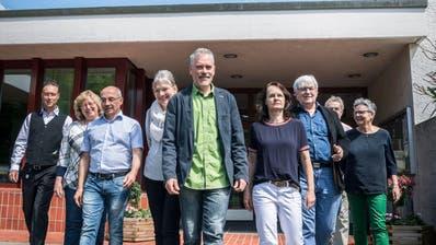 Sie sind enttäuscht: Mitglieder der Kirchenvorsteherschaft der Evangelischen Kirchgemeinde Kreuzlingen mit Präsident Thomas Leuch (Mitte) und weitere Befürworter. (Bild: Andrea Stalder)