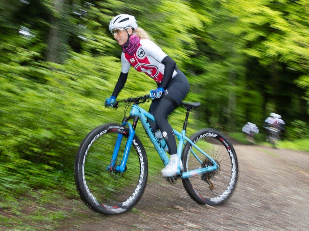 Jolanda Neff fährt im ersten Weltcuprennen der Saison auf Platz 2 (Bild: KEYSTONE/PETER KLAUNZER)