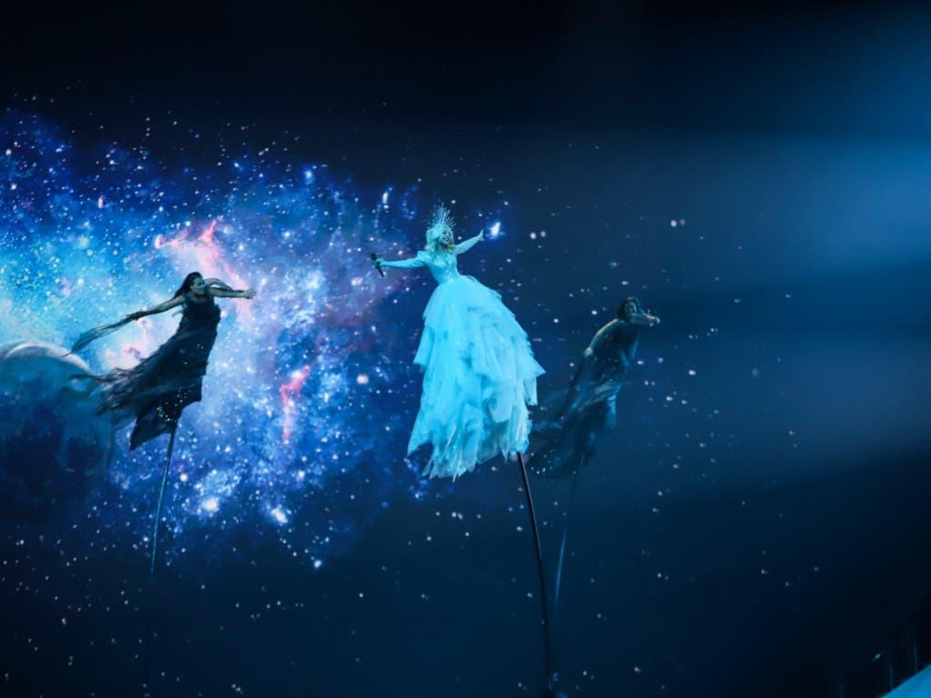 Spektakulärer Bühnenauftritt: Kate Miller-Heidke mit ihrer Nummer «Zero Gravity» für Australien. (Bild: ESC)