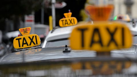 Ein Taxi kommt selten allein. Ein Ungemach ebenso. (Bild: Martial Trezzini/Keystone)