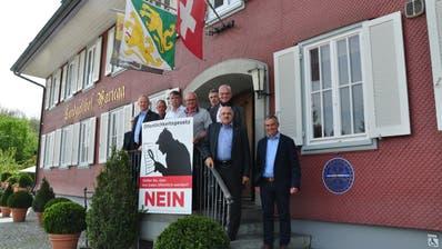 Einige Mitglieder des Nein-Komitees stellen sich im Restaurant Wartegg in Wigoltingen vor. (Bild: Silvan Meile)