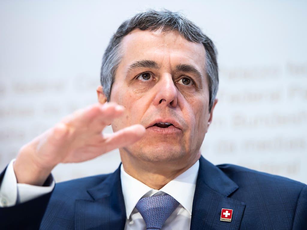 Solidarisch zu sein, sei im Interesse der Schweiz, sagte Aussenminister Ignazio Cassis vor den Medien. Er präsentierte seine Pläne für die Entwicklungszusammenarbeit. (Bild: KEYSTONE/ANTHONY ANEX)